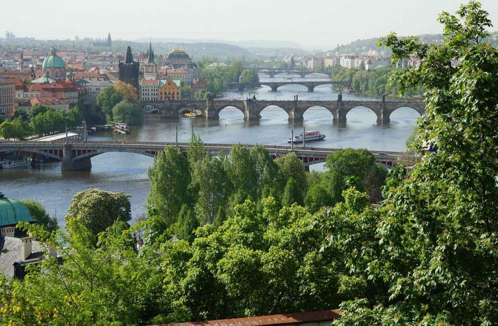 Blick über Prag vom Petrin-Hügel