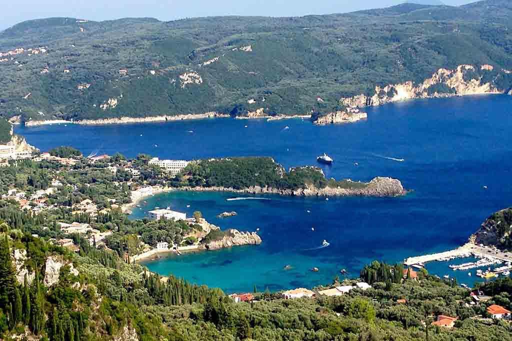 Blick auf Korfu an der Ostküste Griechenlands