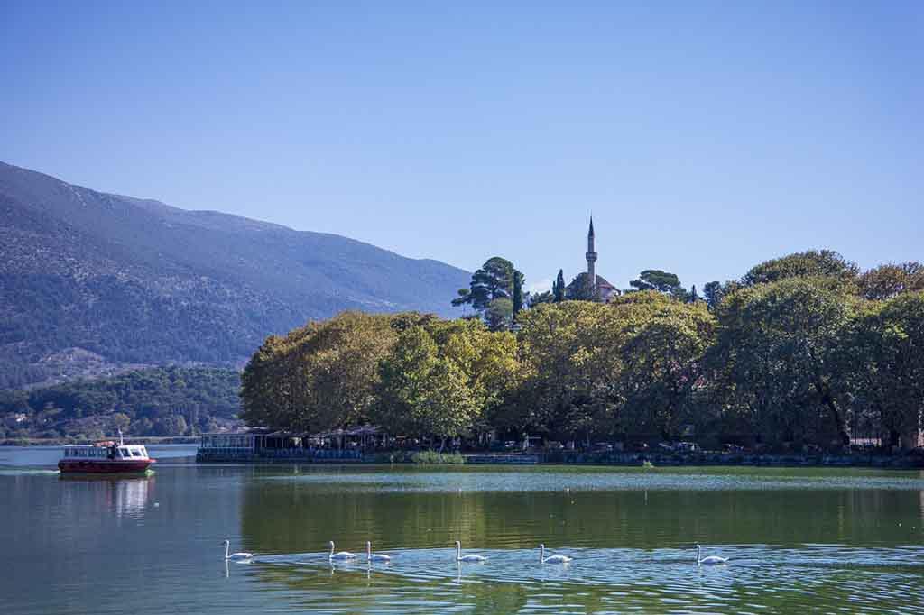 Ioannina am Ufer des Pamvotis-Sees