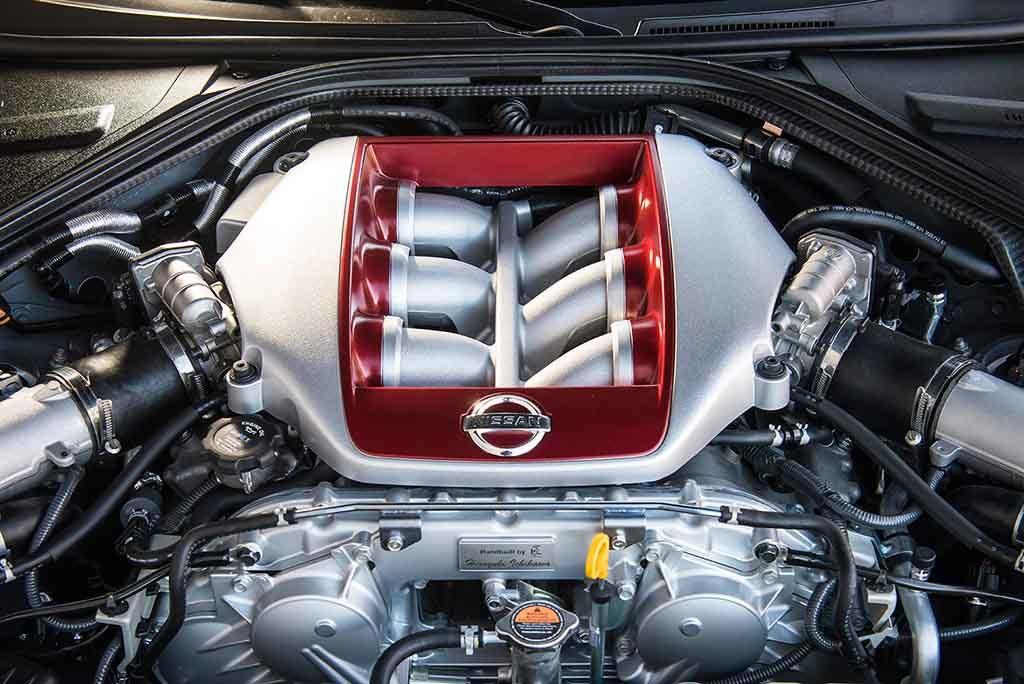Nissan GT-R mit V6-Motor und Autogramm vom Mechaniker Foto: NISSAN
